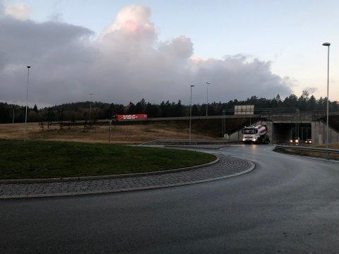 E18 mellom Tvedestrand og Arendal vil være stengt fra klokka 21 i kveld.
