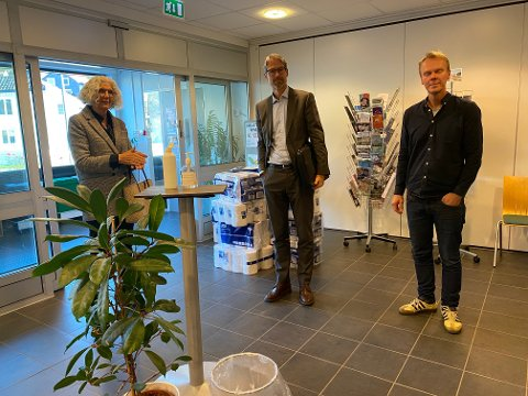 Fv Styremedlem Eli Pedersen, advokat Karsten Anfinsen og styremedlem Tor Harald Halvorsen.