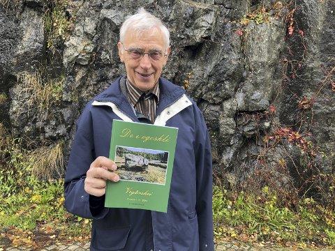 Nytt årsskrift: Johannes G. Torstveit er godt fornøyd med årets utgave av «Det e ogoskli». - Det er blitt fyldig og variert. Vi har faktisk fått inn flere artikler enn vi har fått plass til, sier han. Foto: Marianne Drivdal