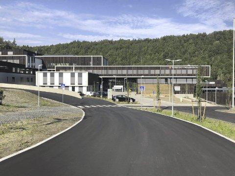 Tvedestrand vgs: Har elever fra alle kommunene øst i Agder, og fikk utfordringer da kommuneoverlegen i Tvedestrabnd og Risør innførte egne regler. Illustrasjonsfoto