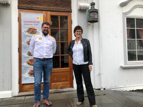 Knyttet kontakt: Stian Fjeldberg er regiondirektør for St1 Norge, Marianne Landaas (H) er ordfører i Tvedestrand.