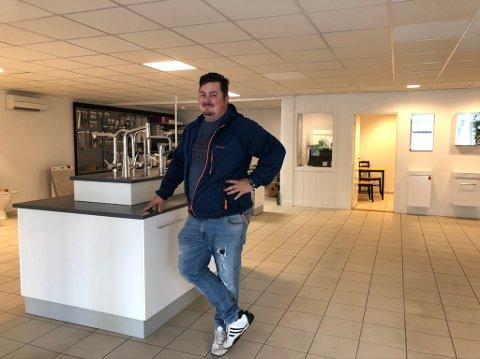 Det gjenstår litt: Ole Rino Sterk-Hansen har innredet det nye lokalet til rørlegger Kjetil Bringsverd. Men han venter forsatt på internettet.