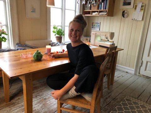Rebekka: Rebekka Bomann-Larsen (41) følger hjertet, men må selvsagt ha noe å leve av som alle andre. - Men jeg har ikke lappen, så jeg kan ikke kjøre noe sted for å jobbe. Men til Tvedestrand og Risør kan jeg ta båt.