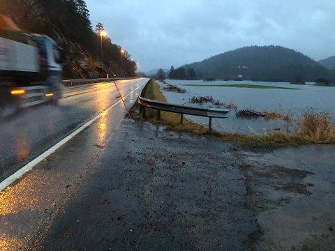 Det har vært mye vær i vårt område den siste tiden,  like før jul var vannet nær ved å flomme over E18 på Lundeslettene.