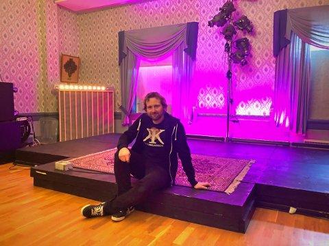 Alle er velkommen: Christian Thorbjørnsen er leder av Kulturklubben i Tvedestrand. Han og resten av gjengen i klubben frister med et splitter nytt og variert vårprogram som favner bredt. De har også fått seg en ny nettside: www.kulturklubbenscene.no.