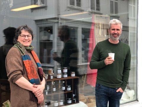 Trine og Anders: Trine Jenssen og Anders Oppegaard er to av flere som har gått sammen om butikk med lokale produkter i Tvedestrand.