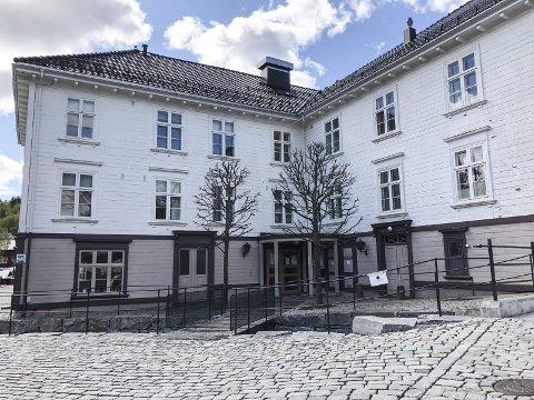 Helsestasjon: Her i Familiehuset ved Brygga har helsestasjoneni Tvedestrand sine lokaler. Foreldrene til et barn har klaget på at personell på helsestasjonen har sendt melding til barnevernet.