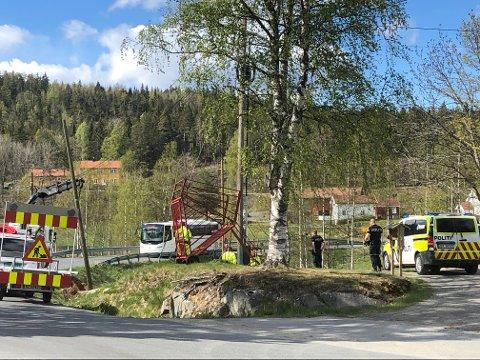 En person er kjørt med ambulanse til sykehuset i Arendal etter en arbeidsulykke.