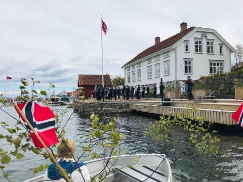 Her spilte Tvedestrand Musikkorps på Doktorbrygga i Lyngør i fjor.