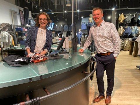 Nye eiere: Onsdag kveld ble det klart at Wagner i Norge er konkurs. 30 butikker ble rammet. I løpet av helgen bestemte butikksjef Kristin Songe Bakken og ektemannen Birger Bakken seg for å kjøpe butikken i Tvedestrand, og drive videre som før.