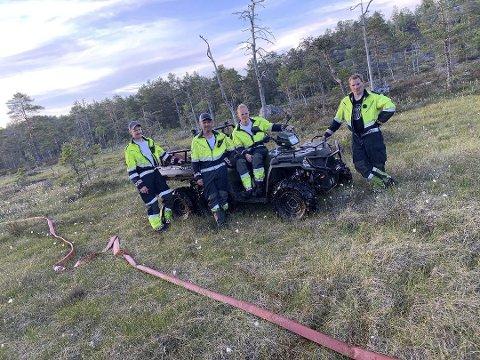 Skikkelig krevende: Det var bratt og ulendt terreng som ventet brannfolkene. 14 mann rykket ut fra Åmli. Her er en del av vaktlaget. Åmli Brannvesen skal ut igjen til brannområdet i ettermiddag.