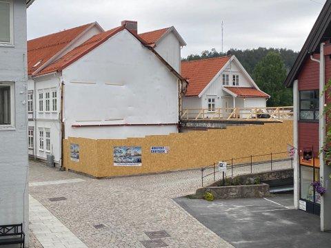 Prosessen rundt «Blomsterfabrikken» i Hovedgata er et godt eksempel på bra lagarbeid, mener dagens innsender.