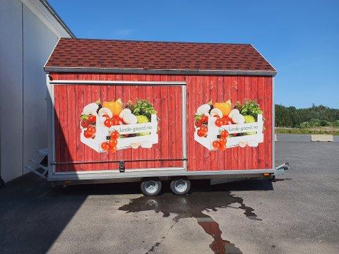 En slik salgsbod ønsket Anders Lunde å ha på Søgnebrygga i sommer, og selge frukt, bær og grønnsaker. Tvedestrand kommune sa først nei, men nå har ordføreren ordnet opp.