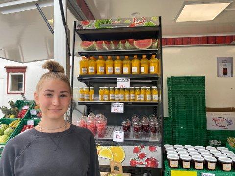 Sommerjobb: Sara Kaczmarek (15) har sommerjobb hos Lunde Gård.