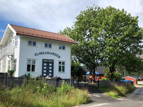 Sentralt: Barnehagen ligger i den gamle Klokkargarden i Åmli sentrum. Foto: Siri Fossing