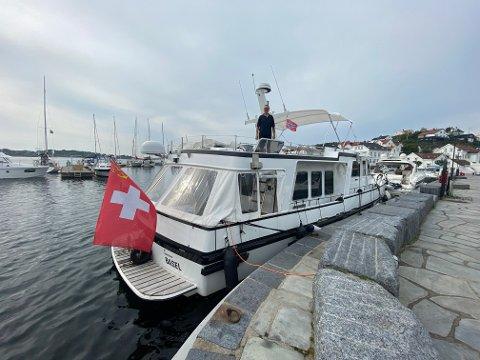 """Følget ombord på denne 16,7 meter lange stålbåten ønsker å reise til Tvedestrand, men de ønsker svar på om det er plass. Det har vært vanskelig å finne ut av. Kapteinen på """"Paika"""" er Daniel Kneubülhler. Privat foto"""