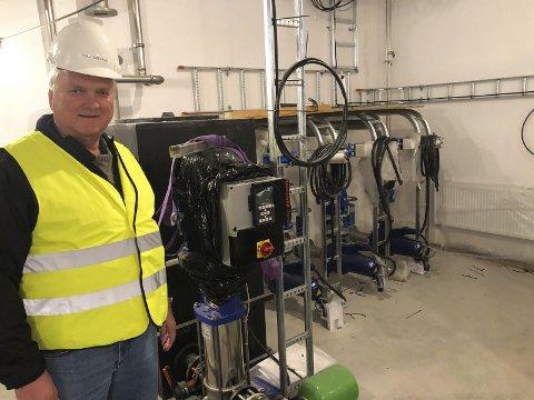 Enhetsleder Tore Smeland forteller at det var helt nødvendig å gjøre noe med det gamle renseanlegget i Myra.