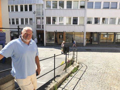 Eiendomsutvikler: I juni kjøpte Nils Jørgen Gundersen Hovedgata 45 og 47. Nå eier han alle byggene i bakgrunnen. Arkivfoto