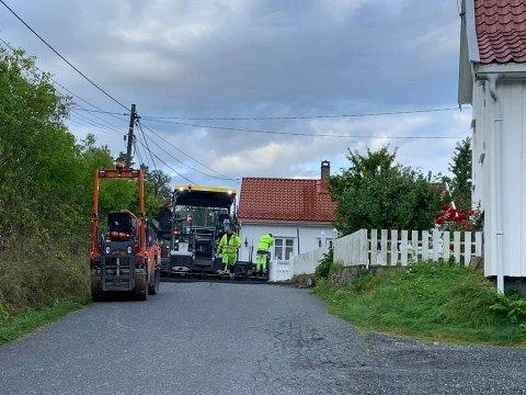 Veien fra Prix til Frøya er en av strekningene som er blitt asfaltert med koronamidler. Foto: Marianne Stene