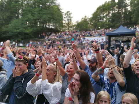 Slik pleier det å være under de store konsertene på Furøya. Dette bildet er fra 2019.