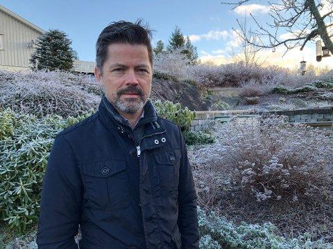Politimannens forsvarer Lars Morten Bjørkholt i Djerv Advokatfirma sier han er fornøyd med ansettelsesrådets avgjørelse tirsdag.