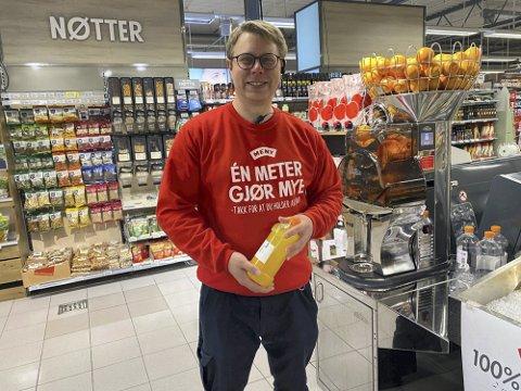 Netthandel: Helge Blom-Ohlsen er butikksjef i Meny Tvedestrand som nå ønsker å gi kundene muligheten til å handle dagligvarer på nett med hjemlevering. Arkivfoto