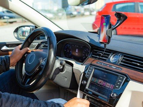 Kvinnen fra Vegårshei nektet for å ha brukt mobiltelefon mens hun kjørte, men ble likevel dømt i Aust-Agder tingrett.