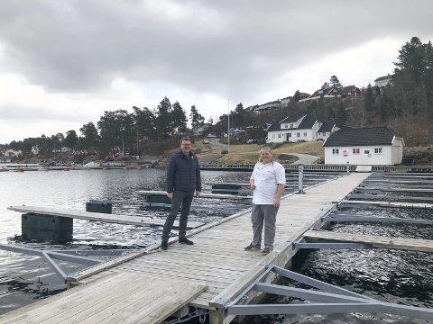 Stort omårde: FMF-huset på Paddelandet i Kilsund har god plass nede ved vannet. Rett ved ligger den en populær badeplass, og gjennom skogen går det sti over til butikken. - Det tar bare 6-7 minutter herfra, sier Høye.  Foto: Siri Fossing