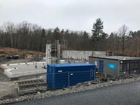 Ny fase: Denny sentrumsbarnehagen i Tvedestrand har fått fundament.
