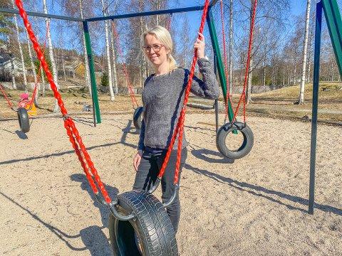 SAMME STED, NY STILLING: Linda Hommelsgård (33) er ny barnehagestyrer i Vegårshei barnehage, hvor hun har jobbet som pedagogisk leder i tre år. I januar rykket hun opp i gradene.