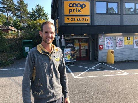 Butikksjef hos Coop Prix, Tom Eivind Hansen, er blant dem som nå får tilskudd av Tvedestrand kommune for å gi 16-åringer sommerjobb.