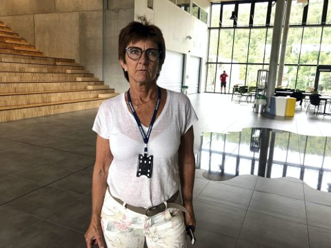 Samlet alle: Ordfører Marianne Landaas åpnet Tvedestrand videregående skole for deltakere, arrangører og andre berørte etter den tragiske ulykken. Foto: Karoline Nerdalen Darbo