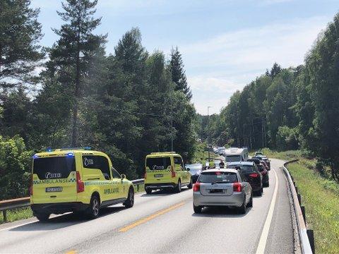 Ulykken har skjedd på E18, en kilometer øst for Songedumpa. Foto: Øystein K. Darbo