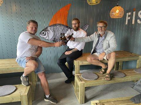 Har grunn til å være fornøyde: En skål med alkoholfritt øl er på sin plass etter en svært hektisk sesong. Fv Frode Hansen, Sven Voelzke og Calle Børresen.