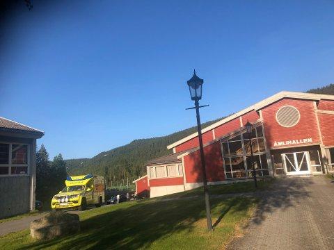 Trafikkuhellet har skjedd ved Åmli skule, der en bil og en moped har vært involvert.