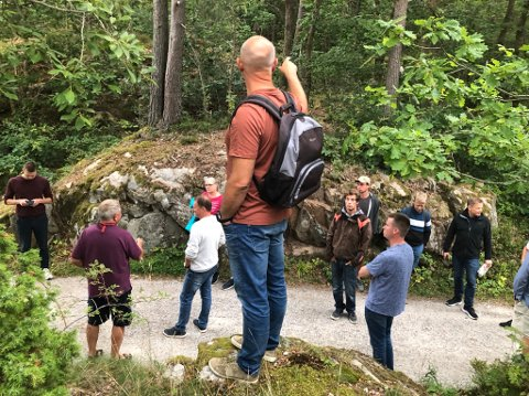 Befaring: Etter folkemøtet var over, inviterte prosjektgruppen de fremmøtte med på befaring i blant annet Kilsundskogen.