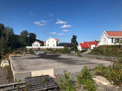 Klart for bygging: Det er allerede murt opp og klart for bygging på Skuggevik.