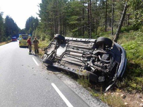 Slik lå bilen da brannmannskapene fra Åmli kom til ulykkesstedet.