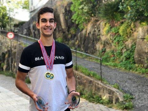 Høyt nivå: Kristiyan er en god utøver som holder høyt nivå. Han rager også høyt over bakken, han er 2.02 høy. Her med sine ferske gullmedaljer.
