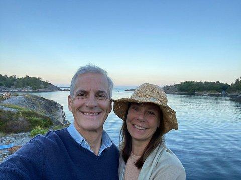 Jonas Gahr Støre og kona, Marit Slagsvold, på ferie  Kilsund i sommer.