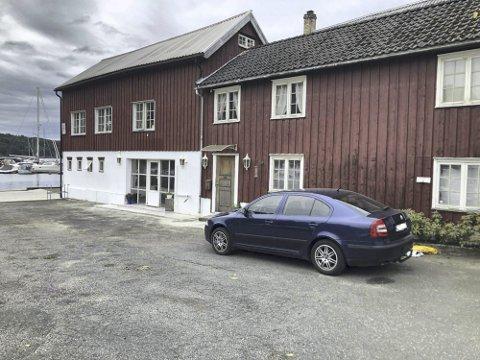 Avviser klagen: Tvedestrand kommune vil fortsatt bøtelegge biler som står parkert her. Arkivfoto