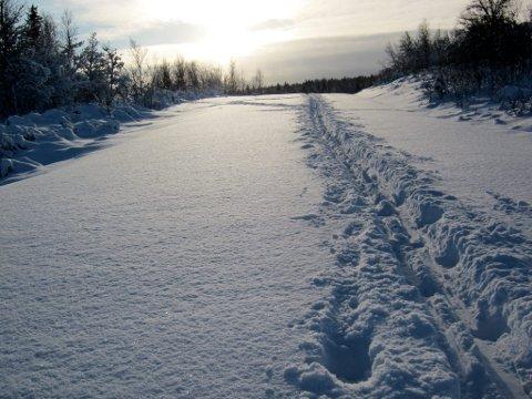 Spor i snø: Barnleg glede å sette sine eigne spor.