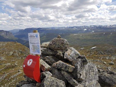 Hødntinden: Det har vært mange turgåere med i Kremtoppjakten. FOTO: Finn Olav Ulvund