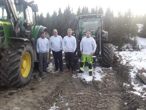 Fortvila: Fire av brøytesjåførane til Ulrik Rognås er fortvila over at det blir gjort sabotasje mot traktorane.Frå venstre Fredrik Rognås, Gunnar Liborg, Eirik Sundheim Magnussen og Knut Ole Ranheim.