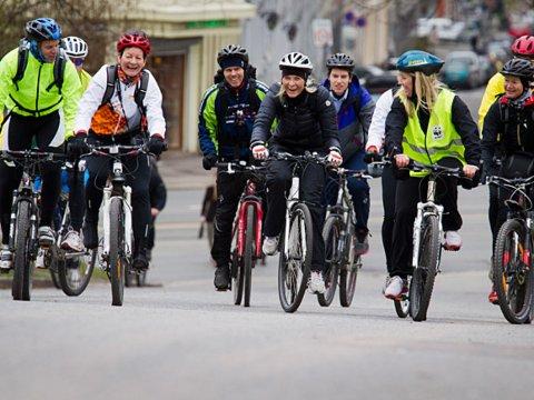 Sykler: Også kronprinsesse Mette Marit sykler til jobben.