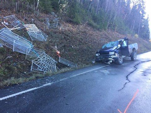 Ulykke: Sivile tok grep og fikk frigjort føreren av denne bilen før nødetatene kom til stede.
