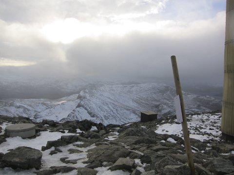 Stor variasjon: Oktober baud på mange slag vêr i Valdres. Her på Bitihødn i stiv kuling, i vest var det regnskyer, austover frå Båtskaret var det 11 varmegrader, sol og blå himmel.