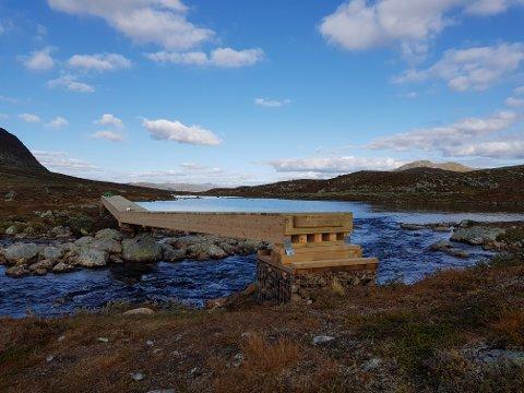 Ny bru: DNT Oslo og Omegn har i sommer bygget ny bru over elva Dingla i Vang.