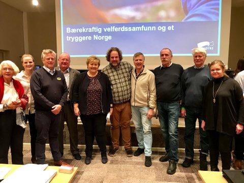 Delegater fra Høyre i Valdres sammen med statsminister Erna Solberg.