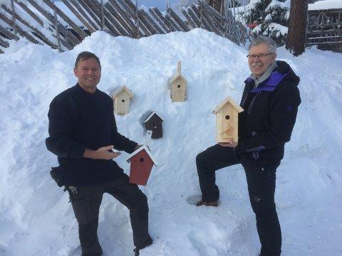 Titus Overdevest  ved fengselet og ornitolog Trond Øigarden har lagt hodene sammen og utviklet fuglekasser de tror vil appellere til ærlige mennesker i Valdres.